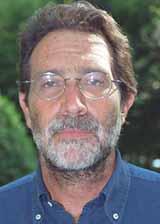 Nato a Roma il 28 agosto del 1945, laureato in economia, Carlo Mosca è un valente bridgista che ha iniziato a giocare all'età di 22 anni e che ha ... - Foto_MoscaC